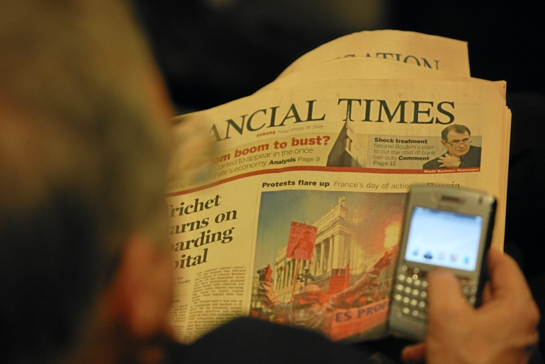 DAVOS-KLOSTERS/SWITZERLAND, 30JAN09 - An unidentified participant reads the newspaper at the congress centre during the Annual Meeting 2009 of the World Economic Forum in Davos, Switzerland, January 30, 2009. Copyright by World Economic Forum swiss-image.ch/Photo by Christof Sonderegger