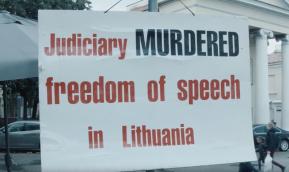Голодающие у президентского дворца в Вильнюсе: Наша судебная система — мыльныйпузырь