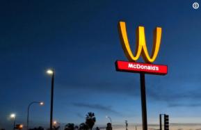 В честь 8 марта «Макдональдс» измениллоготип