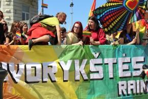 День уличной музыки, автобус с посланиями и «радужные» флажки против гомофобии — Вильнюсудивляет