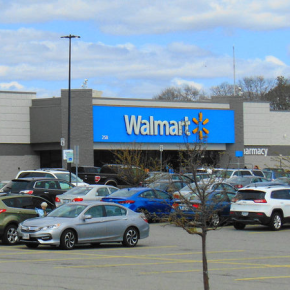 Страны Балтии требуют от Walmart изъять одежду с символикойСССР