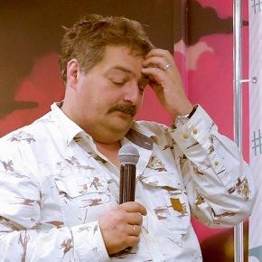 Писатель Дмитрий Быков попал в больницу. Он вкоме