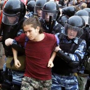 В Москве на акции протеста задержали сотничеловек